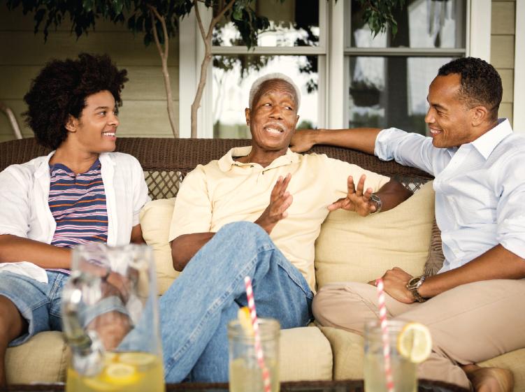 hablando y bebiendo limonada familia